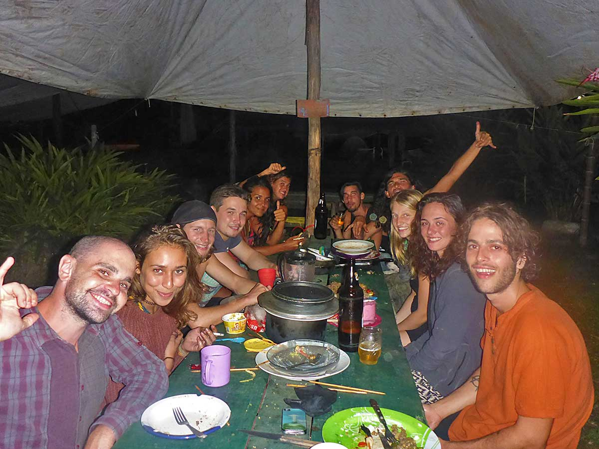 51 Internationales Abendessen am Campingplatz in Paraty mit 7 Natione